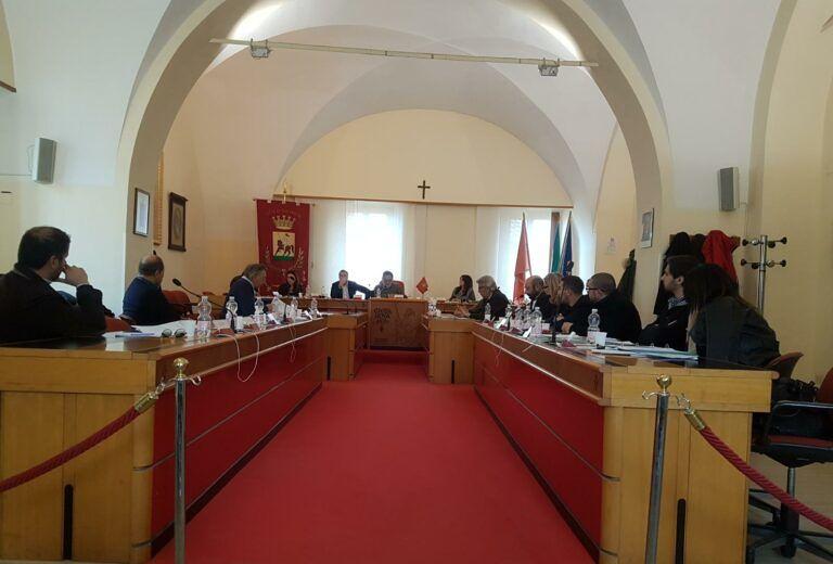 Giulianova, Il Cittadino Governante: 'tanti contagi, pochi controlli ma consiglio a porte chiuse'