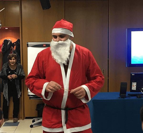 Teramo: Babbo Natale porta i doni ai figli dei lavoratori dell'Istituto Zooprofilattico