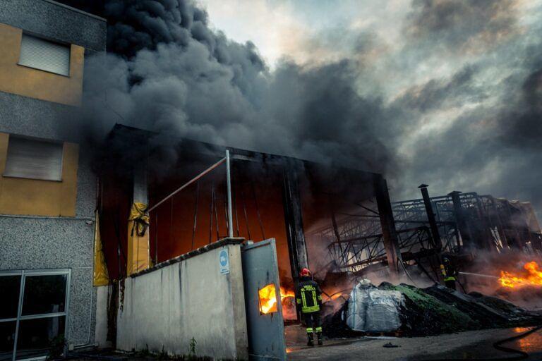 Cepagatti, incendio Isolbit: emergenza ambientale rientrata