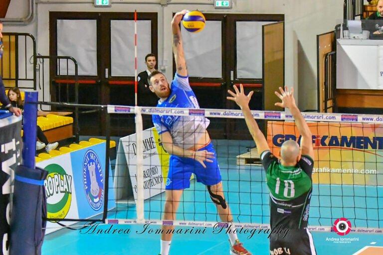 Blueitaly Pineto Volley: gara infinita con Loreto ma utile per blindare il secondo posto