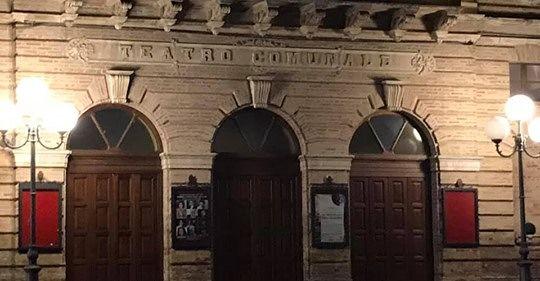 Atri, bar del teatro: posticipati i termini del bando. Le perplessità del consigliere Basilico