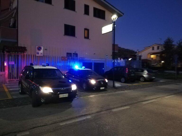 Pineto, colpi di arma da fuoco in via Roma: indagano i carabinieri