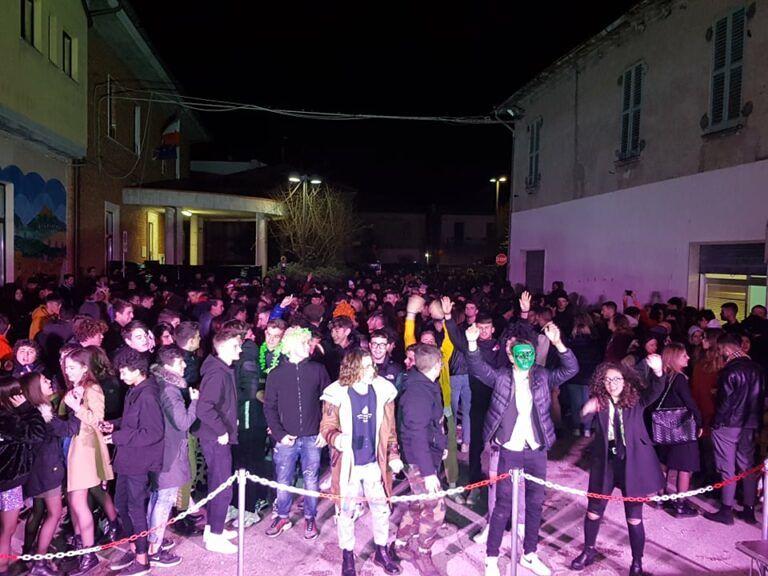 Carnevale, mille giovani in piazza per la festa di Garrufo FOTO