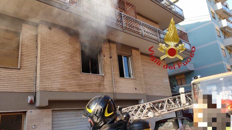 Pescara, fuoco nell'appartamento di via Masaccio FOTO