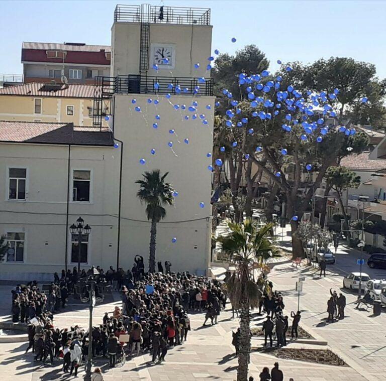 Silvi, flash mob degli studenti per dire no al bullismo