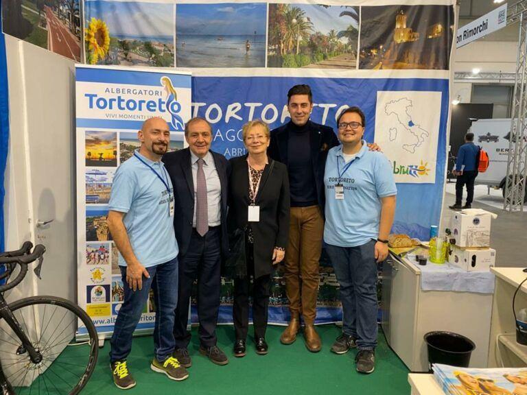 Cosmo Bike, il direttore del Giro d'Italia visita lo stand del Comune di Tortoreto