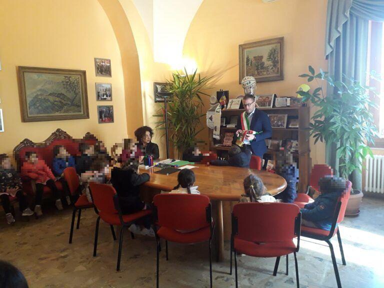 Giulianova, scuola dell'infanzia in Comune alla scoperta dei personaggi illustri