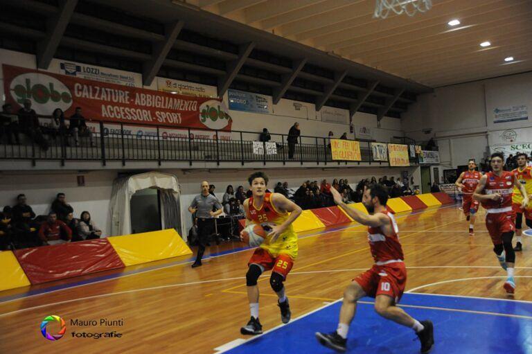 Basket, impresa Giulianova: sconfitta la corazzata Rimini 80-64 FOTO/VIDEO