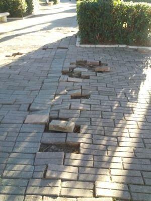 Pd San Salvo, mattonelle assenti: 'Si ripristino le condizioni della villa comunale'
