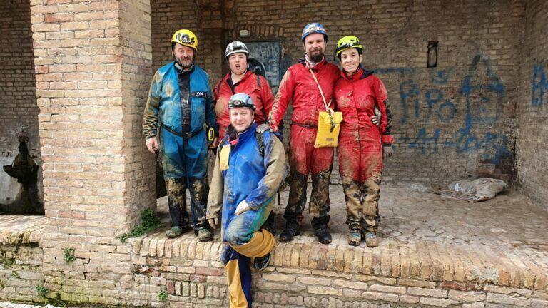 Giulianova, esplorato un cunicolo sotterraneo nel centro storico FOTO