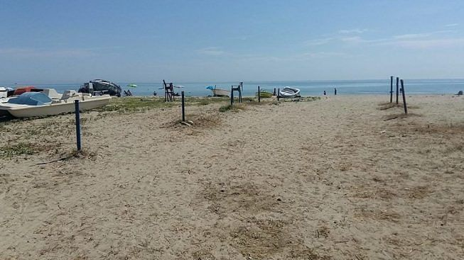 Tortoreto, barche e natanti abbandonati sulle spiagge libere: 30 giorni per rimuoverli