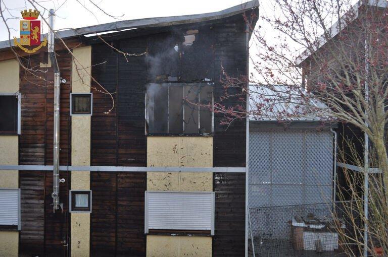 L'Aquila, incendio nel Map dopo la grigliata: arrestato durante la fuga FOTO
