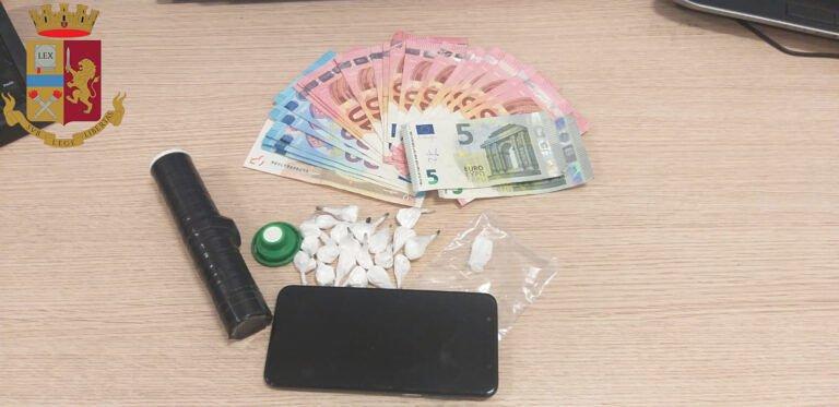 L'Aquila, nasconde cocaina sotto ad un albero: visto e arrestato dalla polizia