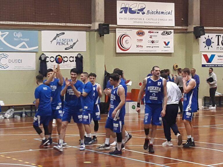 Pescara Basket batte l'Amatori nel derby e vince la regular season