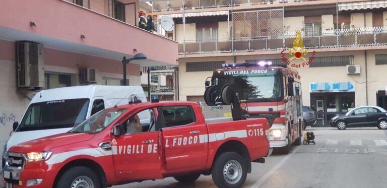 Pescara, incendio in via De Berardinis: i pompieri salvano un appartamento
