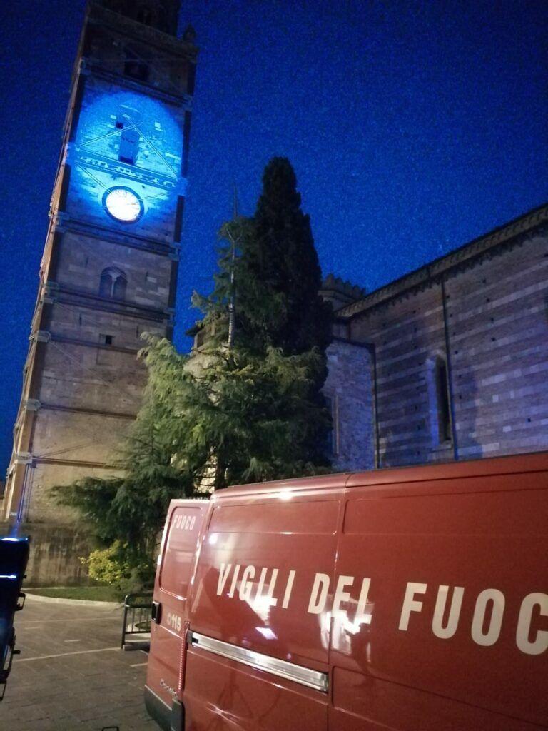 Teramo, il Duomo si colora di blu nella Giornata dell'Autismo