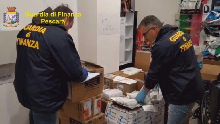 Covid, la Finanza sequestra 21mila mascherine non certificate nel pescarese-VIDEO