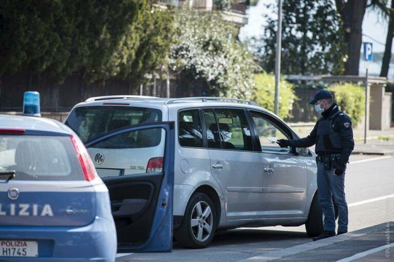 Pineto, petardi pericolosi in auto ed in casa: denunciati