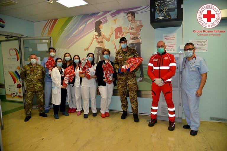 Pescara, la Croce Rossa porta le uova di Pasqua ai bimbi in ospedale