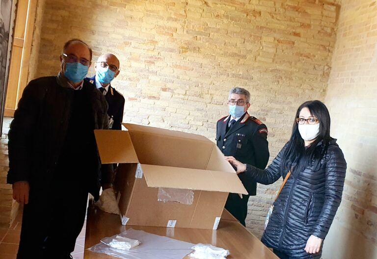 Bucchianico, Coronavirus: la deputata Torto dona mascherine al sindaco Tracanna
