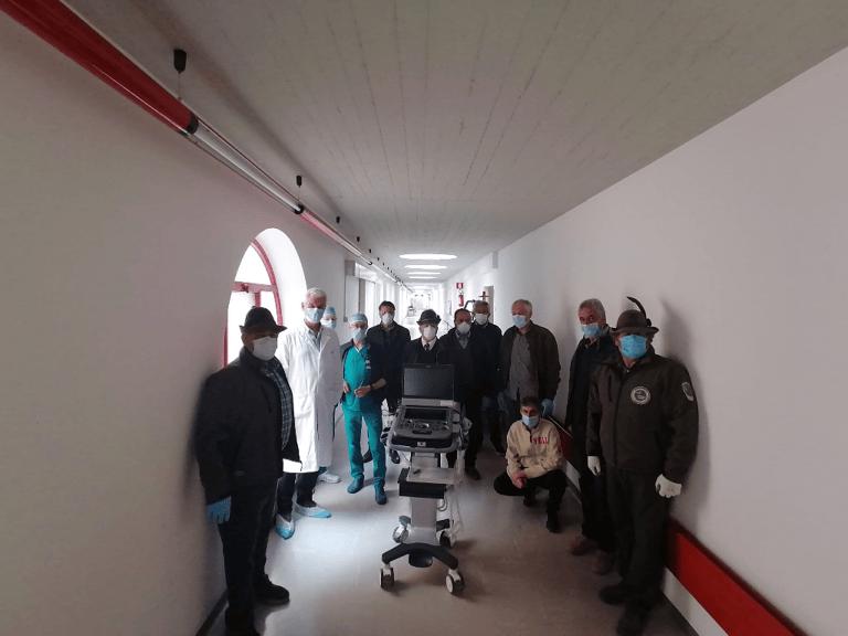 L'Aquila, ecografo donato all'ospedale da Alpini e borgo Manara