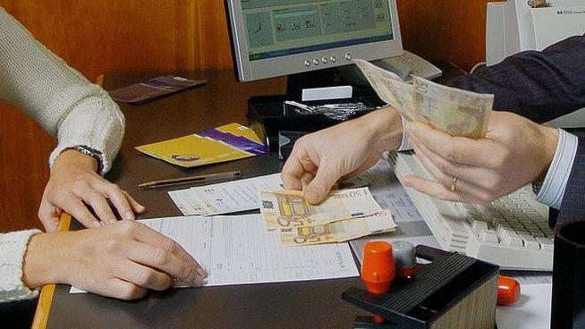 Giulianova, disavventura in banca per un'anziana e suo figlio invalido: la testimonianza
