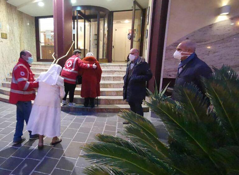 Covid Pescara, guarite tutte le anziane ospitate all'hotel Plaza