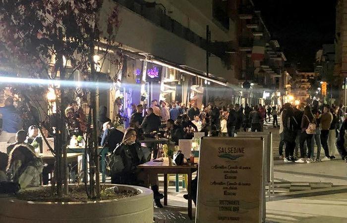 Pescara, riparte la movida: prima scazzottata tra giovani