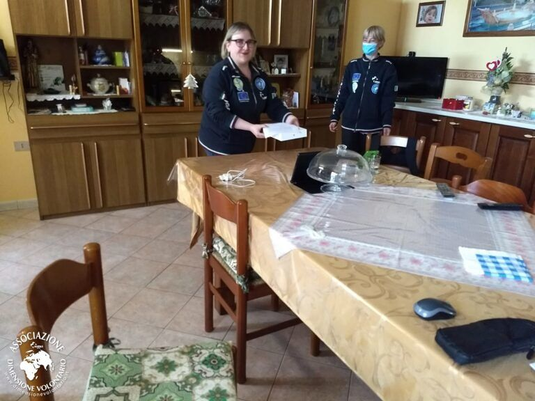 """Pineto, """"Il Quadrifoglio 2.0"""" dona tablet a Vanessa: il centro diurno diventa virtuale per tutti"""