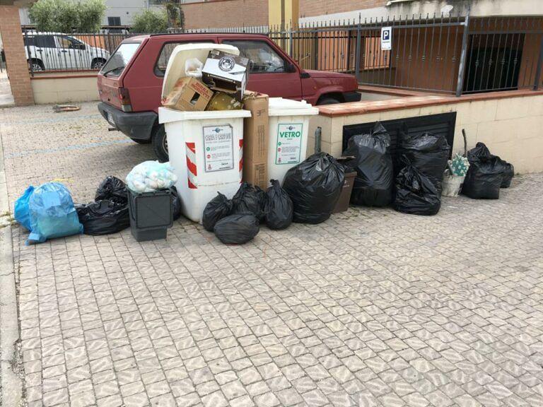Teramo, rifiuti nei sacchi neri: il Comune chiede alla Te.Am di occuparsi del ritiro