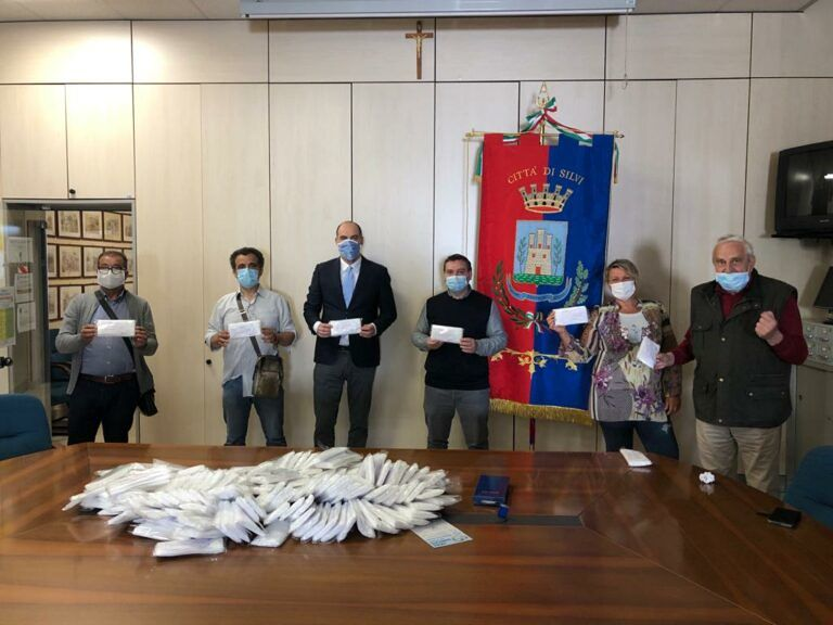Covid19 Silvi: donate al Comune le prime 1000 mascherine del cravattificio