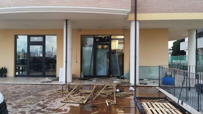 Roseto, bomba nella pizzeria: tre arresti per l'attentato con il metodo mafioso VIDEO