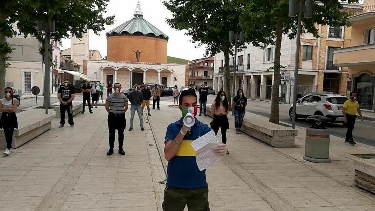 Mascherine Tricolori di nuovo in piazza a Sant'Egidio alla Vibrata