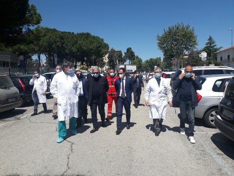 Giulianova, visita istituzionale all'ospedale: 'ruolo centrale nella gestione dell'emergenza Covid-19′