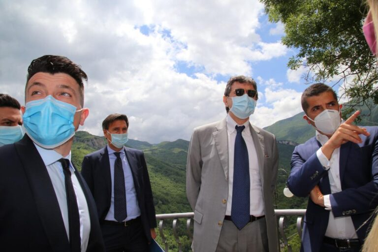 Covid: Marsilio a Penne e Farindola per ospedale e Zone Rosse