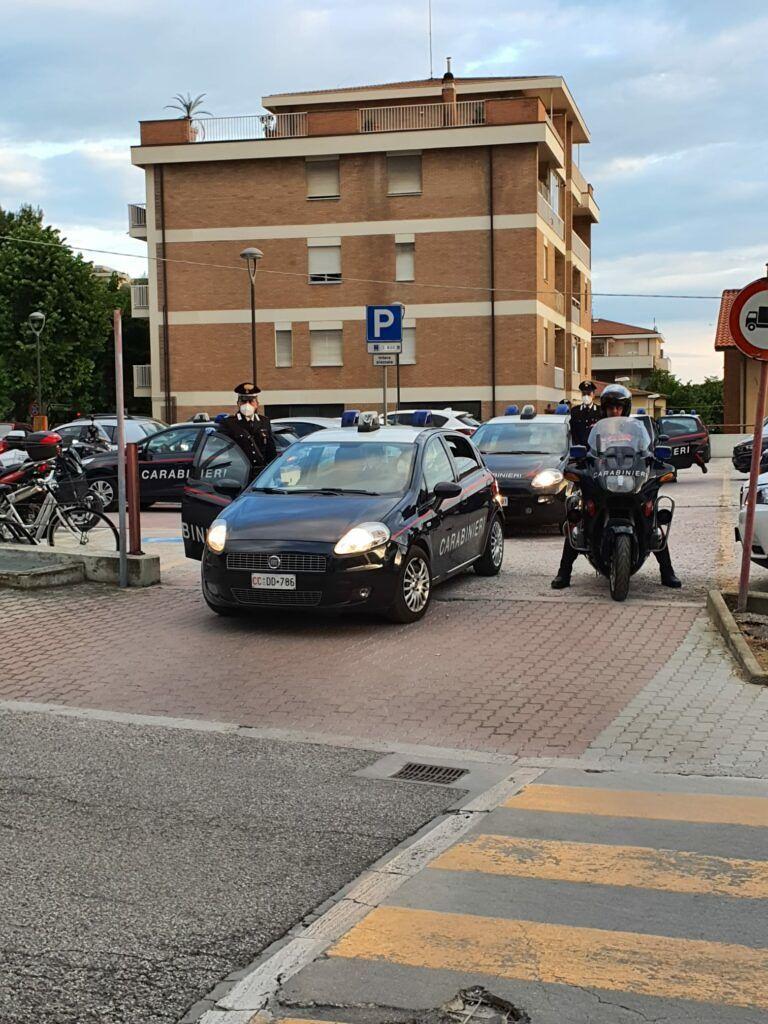 """Giulianova, """"scacco al torrione"""": per evitare il sequestro dell'auto manda in frantumi il parabrezza"""