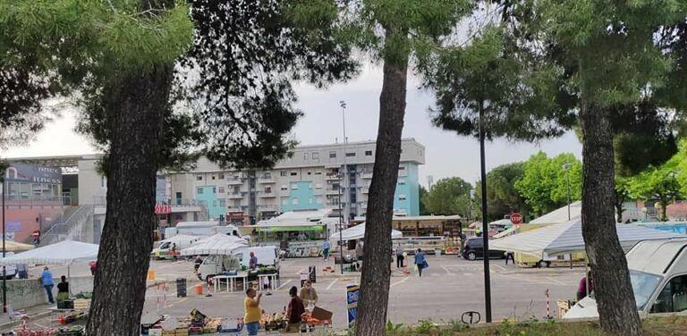 Pescara, il mercato dei Colli riaperto in via di Sotto ma lo spostamento non piace