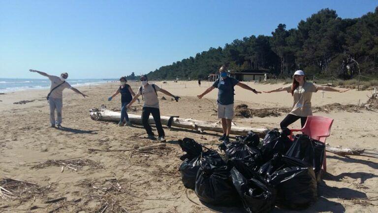 Pineto, via i rifiuti in un tratto dell'Amp: grazie all'associazione Paliurus