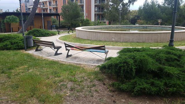 Vasto, danneggiata la panchina Arcobaleno
