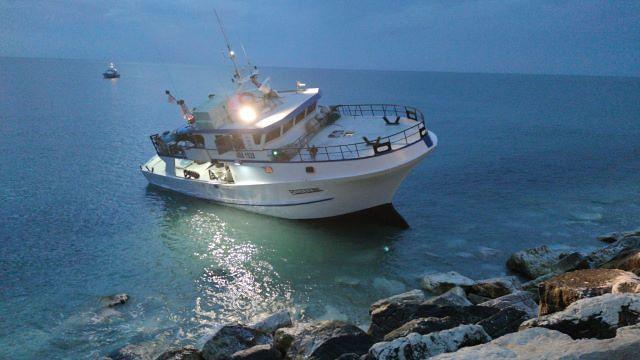 Guardia Costiera di Ortona soccorre peschereccio incagliato
