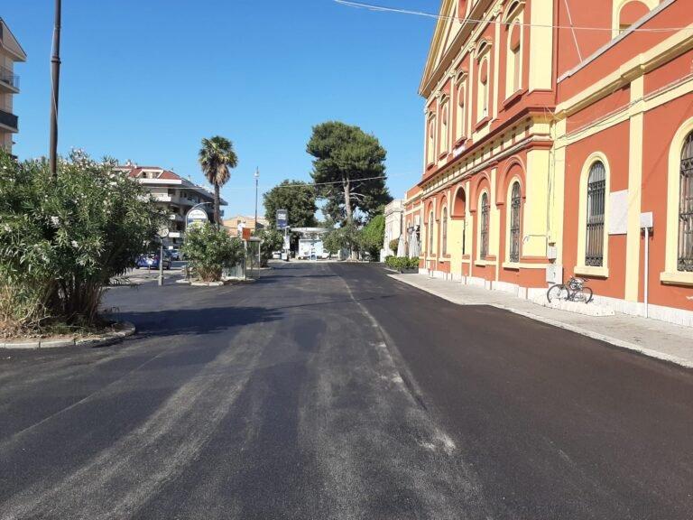 Teramo, nuovo asfalto nel piazzale della Stazione