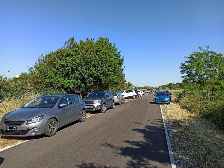 Fossacesia, la 'pista ciclabile più bella d'Europa' può aspettare. Intanto è utilizzata come parcheggio