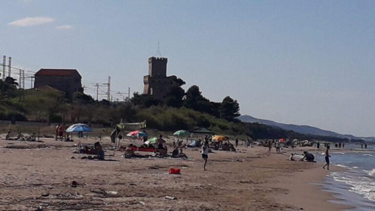 """Ombrelloni e gazebo sulla zona B dell'Amp Torre di Cerrano: """"Nessuna coerenza sulle azioni di tutela"""""""