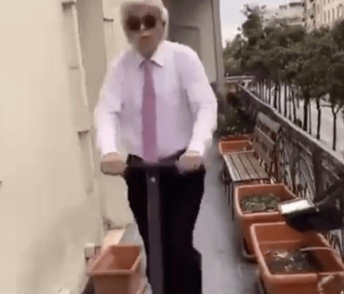 """Antonio Razzi si cimenta ancora su Tik Tok con il brano """"Bando"""" VIDEO"""