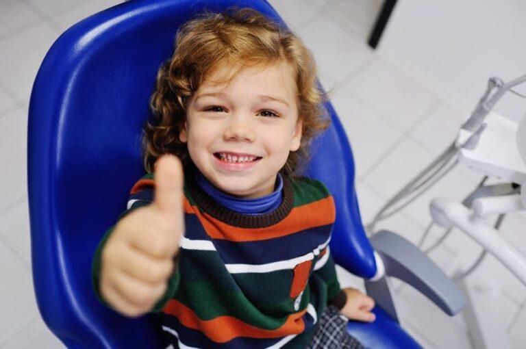 La prima volta dal dentista, quando portare i bambini?