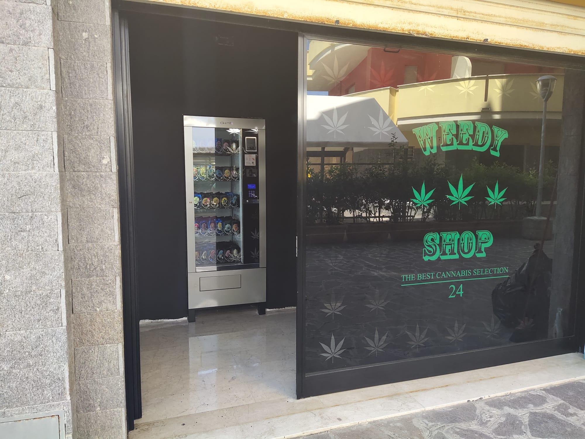 Ad Alba Adriatica il primo distributore di cannabis light aperto 24h su 24h