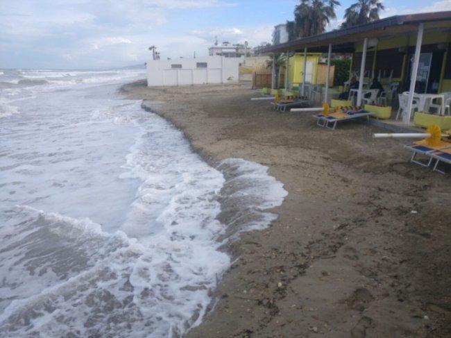 Alba Adriatica, erosione. Il Pd incalza D'Annuntiis: invece di fare battute risponda nel merito