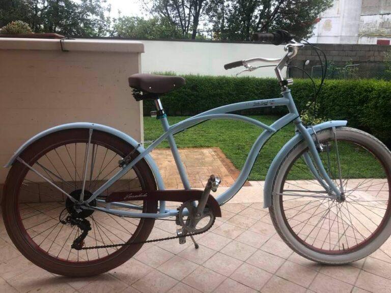 Tortoreto, ruba una bicicletta nello chalet: ripreso dalle telecamere VIDEO