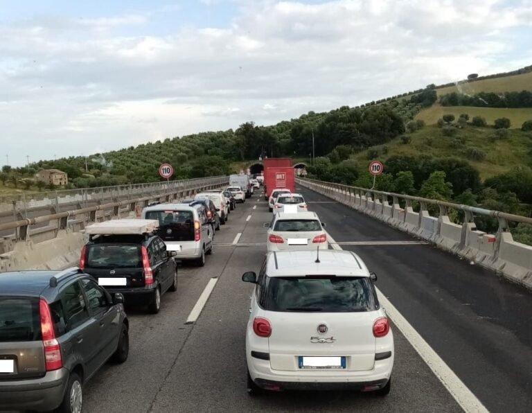 Incubo code sulla A14: trasportatori chiedono sconti sui pedaggi