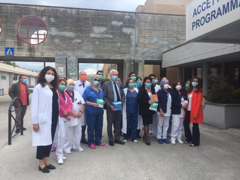L'Aquila, l'ordine degli infermieri dona 500 mascherine all'ospedale